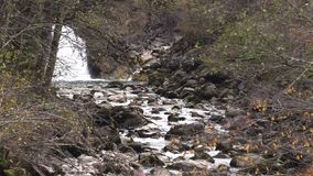 Малое река горы движение медленное акции видеоматериалы