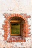 Малое Windows в стене старого монастыря belozersky скит kirillo стоковое изображение rf