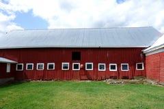 Малое Windows на красном амбаре Стоковое Изображение
