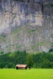 малые близкой горы амбара утесистые вымачивают к стоковое изображение