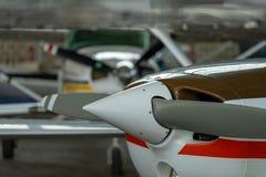 Малые воздушные судн спорта припаркованные в ангаре, конце вверх деталь Стоковые Фотографии RF