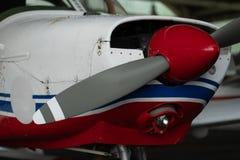 Малые воздушные судн спорта припаркованные в ангаре, конце вверх деталь Стоковые Изображения