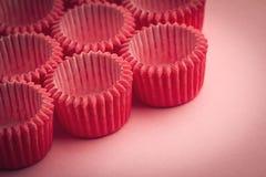 Малые держатели подноса пирожного на розовой предпосылке Стоковая Фотография