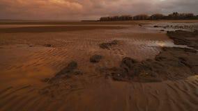 Малые дюны песка на пляже в Urangan, Квинсленде, Австралии видеоматериал