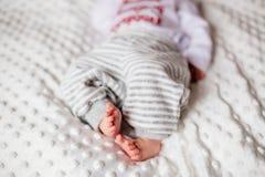 Малые ноги ` s детей стоковое фото rf