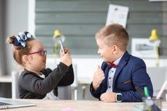 Малые предприниматели работают в офисе на их проектах Стоковое Фото