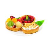 Малые торты с плодоовощ и сливк Стоковые Изображения