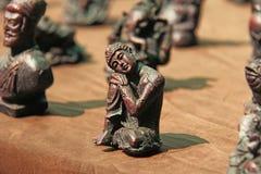 Малые figurines Будды, Ganesha, лягушки в рынке базаров в Индии Подарок Индия сувенира стоковое фото