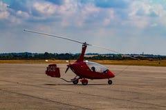 Малый красный вертолет стоковая фотография rf