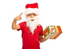 Малый мальчик Santa Claus показывает Стоковая Фотография