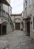 Малый переулок в древнем городе Trogir, Хорватии Стоковое Фото