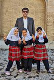 3 малых иранских школьницы сфотографированы с их fath Стоковое Изображение RF