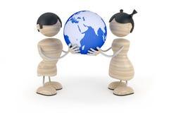 малыши владением глобуса пар Стоковые Фото