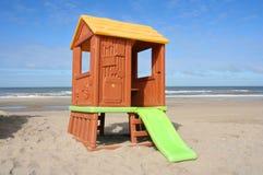 малыши дома пляжа Стоковое фото RF