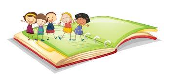Малыши и книга бесплатная иллюстрация