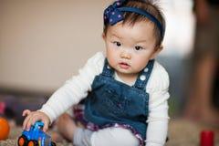 Малыш играя игрушки Стоковые Изображения