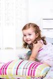 Малыш играя с подушками Стоковая Фотография RF