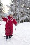малыш катания на лыжах Стоковые Изображения RF