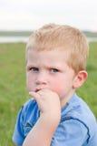 малыш мальчика серьезный Стоковая Фотография