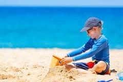 Малыш на пляже стоковое изображение rf
