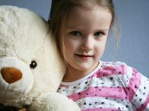 Малыш с игрушечным стоковая фотография rf