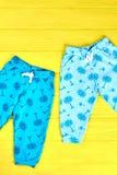 Малыш ягнится брюки напечатанные летом Стоковые Изображения RF