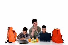 мальчики делая домашнюю работу Стоковое Фото
