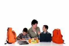 мальчики делая домашнюю работу Стоковые Изображения RF