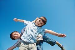 мальчики жизнерадостные Стоковая Фотография