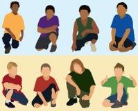 Мальчики сидя на корточках или kneeling Стоковые Изображения RF