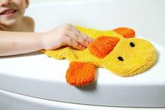 мальчик ванной комнаты Стоковые Изображения
