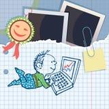 Мальчик включен на компьютере. Список commemorat Стоковые Фотографии RF
