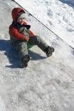мальчик вниз сползая Стоковые Изображения RF