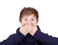 мальчик вручает его закрынный рот Стоковые Изображения