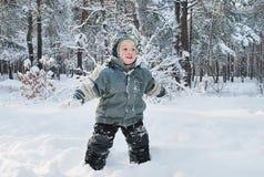 Мальчик в древесинах Стоковые Фотографии RF