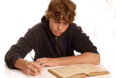 мальчик делая домашнюю работу подростковую Стоковое Изображение