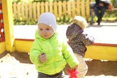 Мальчик играя в ящике с песком Стоковая Фотография RF