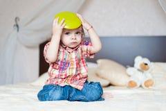 мальчик играя детенышей Стоковое фото RF