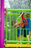 мальчик играя waterpark Стоковое Фото