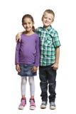 Мальчик и девушка стоя совместно стоковая фотография rf