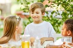 Мальчик и другие дети в детском саде стоковая фотография rf