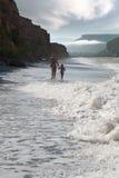 Мальчик и его мать на море Стоковая Фотография RF