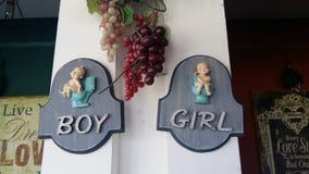 Мальчик и gril стоковые фото