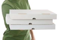 мальчик коробки принося пиццу Стоковое Изображение
