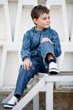 мальчик красивый немного outdoors стоковые фотографии rf