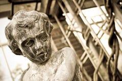 мальчик меньшяя унылая статуя Стоковое Фото