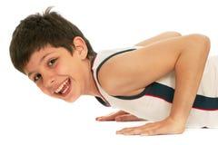 мальчик нажимая sporty поднимающее вверх Стоковые Изображения