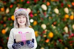 Мальчик на времени рождества стоковые изображения rf