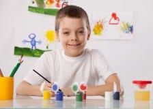 Мальчик на классе чертежа Стоковое Фото