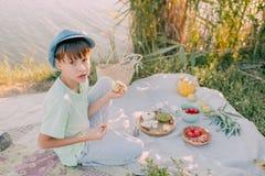 Мальчик на реке Стоковые Фото